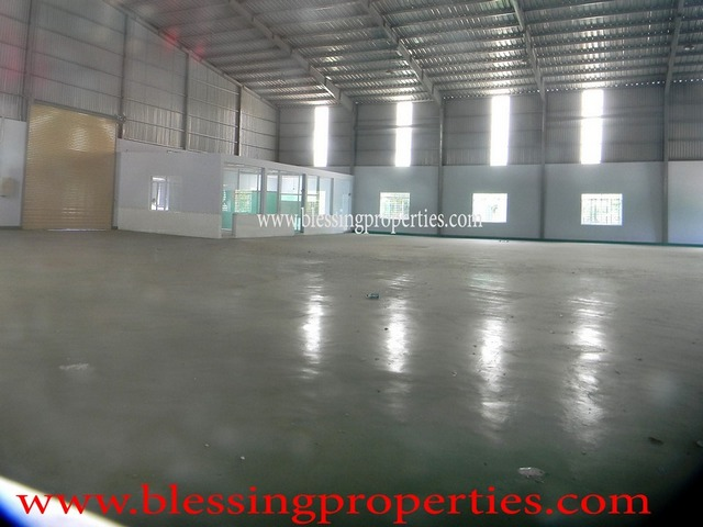 Small Warehouse For Rent inside Industrial Park For Rent